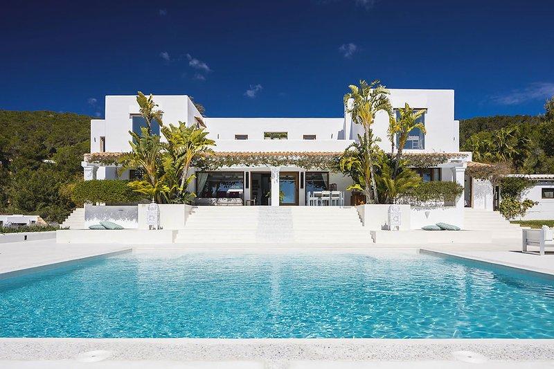 Villa Sapphire, holiday rental in Es Codolar