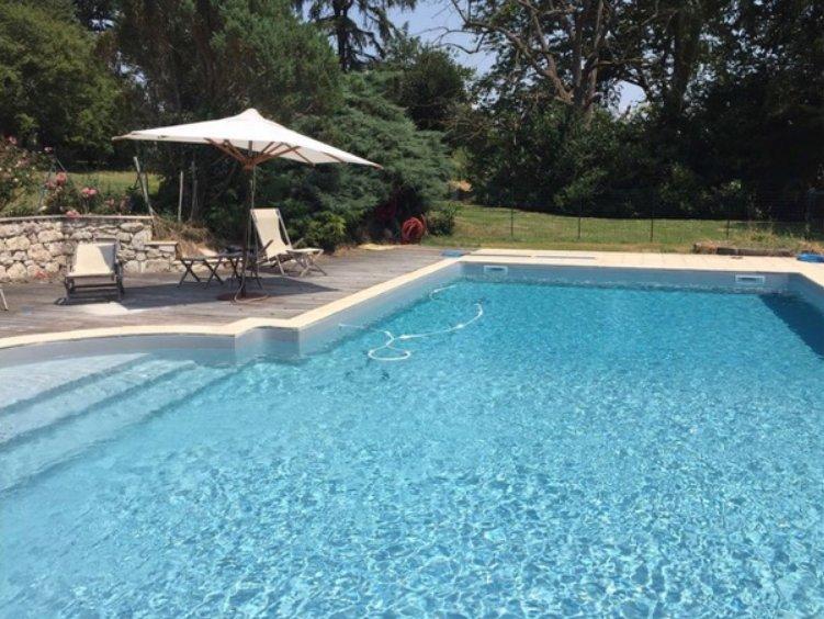 Amazing villa with swimming-pool, aluguéis de temporada em Sainte-Colombe-de-Villeneuve