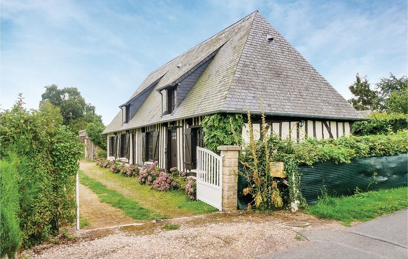 Awesome home in Berville-sur-Mer with WiFi and 2 Bedrooms (FNE019), holiday rental in Pont-Audemer