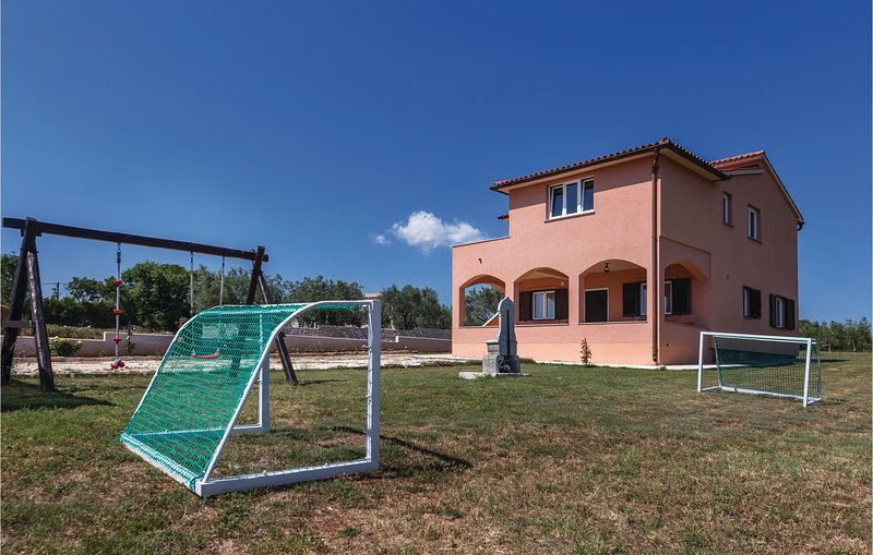 Awesome home in Vodnjan with WiFi and 2 Bedrooms (CIC603), holiday rental in Cabrunici