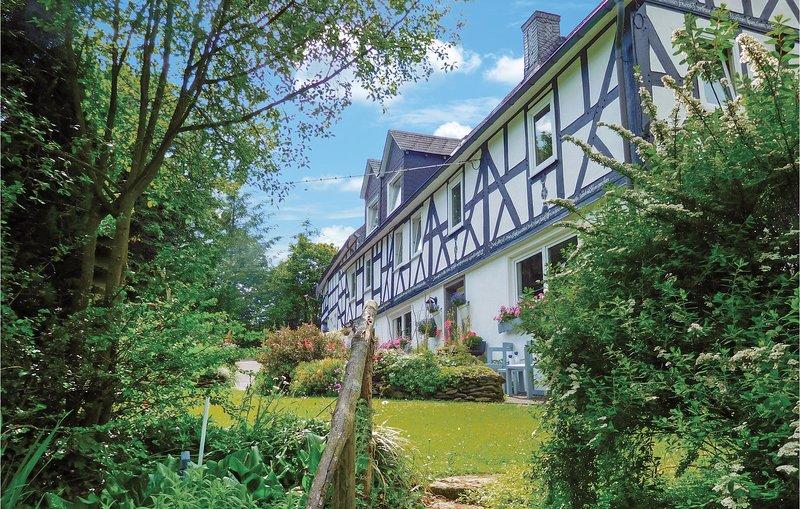 Nice home in Bad Berleburg-Bergh. w/ WiFi and 2 Bedrooms (DNW822), casa vacanza a Biedenkopf