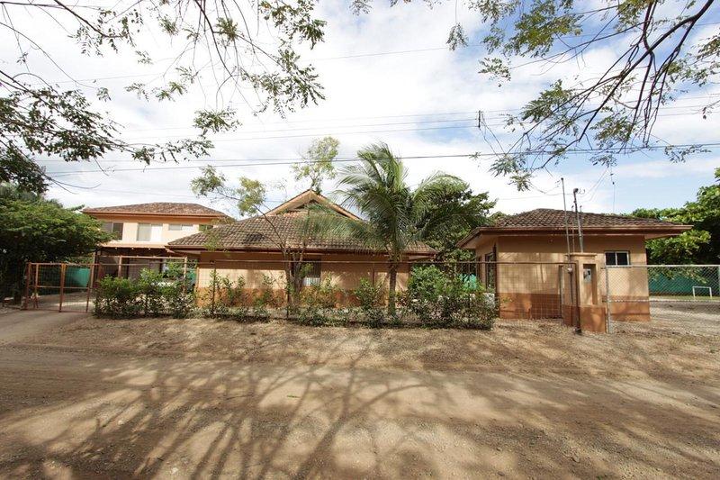 Casa Teca Tamarindo, aluguéis de temporada em Matapalo