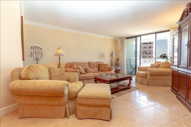 Furniture,Room,Indoors,Living Room,Couch