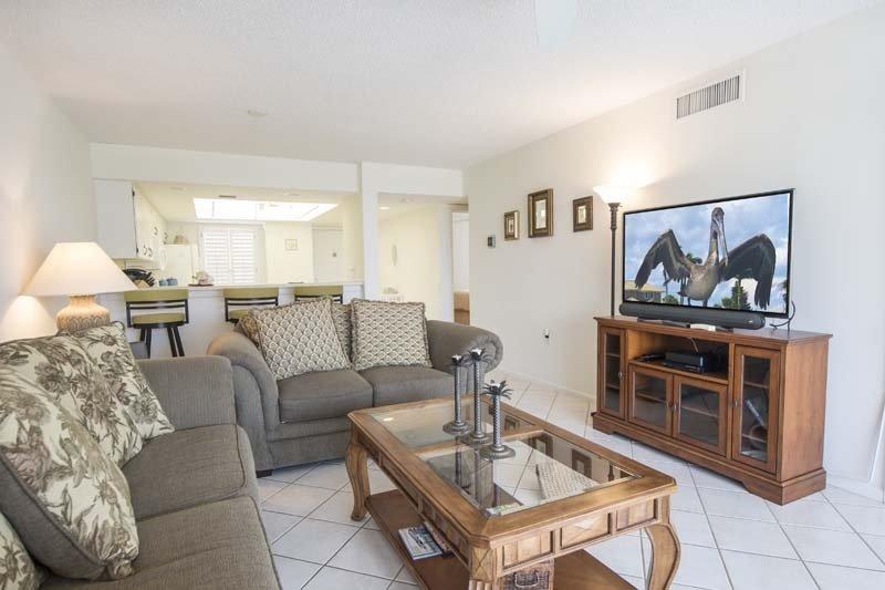 Furniture,Screen,Living Room,Room,Indoors