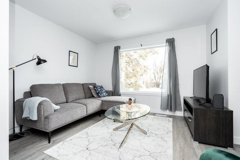Modern 3 Bedroom  Private Home, alquiler de vacaciones en Winnipeg