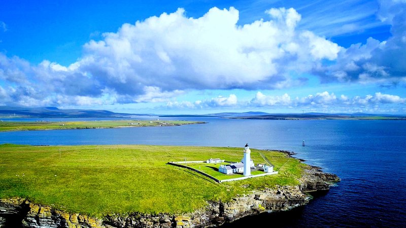 Cantick Head Lighthouse Cottage, holiday rental in Orkney Islands