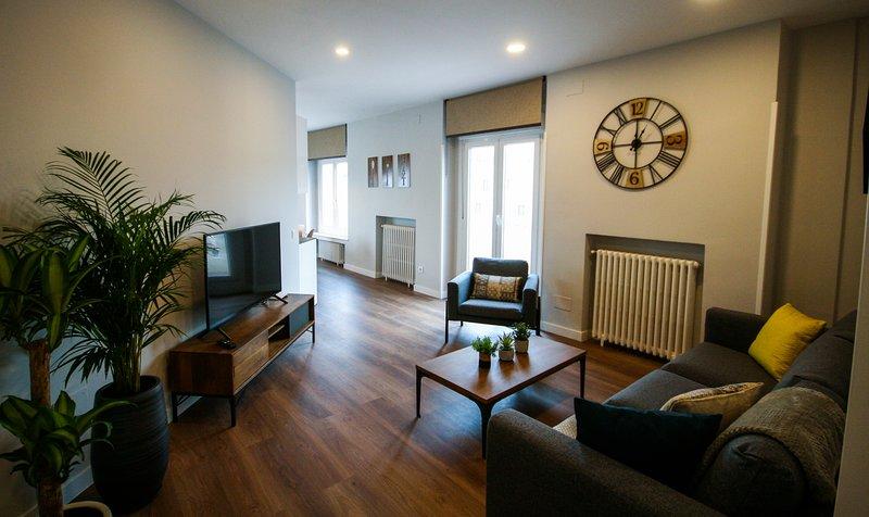 Apartamento con vistas a la Gran Vía y al Palacio Real, alquiler de vacaciones en Madrid