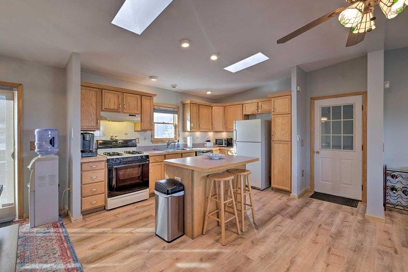 Profitez d'un plan d'étage ouvert et d'équipements modernes dans cette charmante location de vacances.