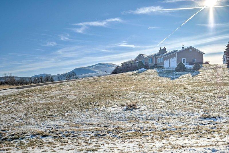 Votre prochaine escapade à flanc de montagne aux Catskills commence dans cette charmante maison.