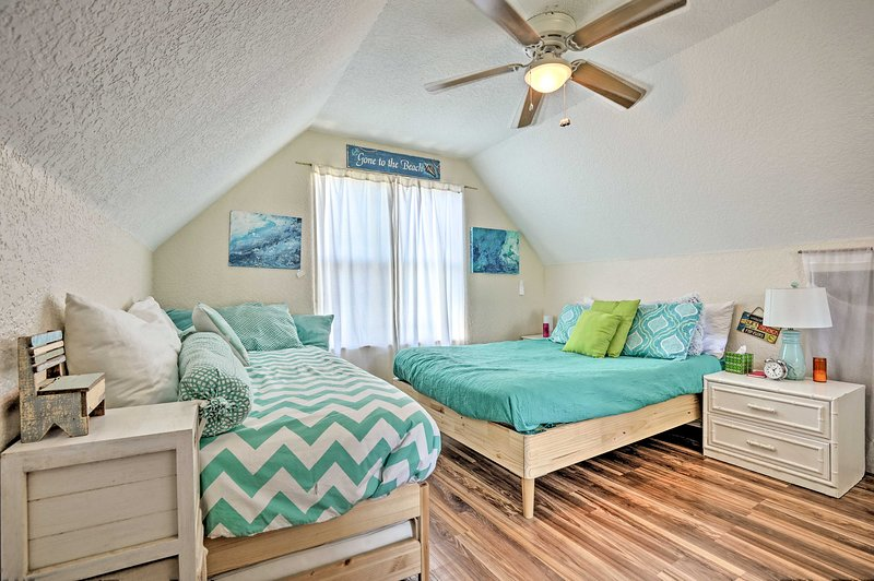 Rest easy each night of your Jacksonville Beach getaway in this 1-bath, studio.