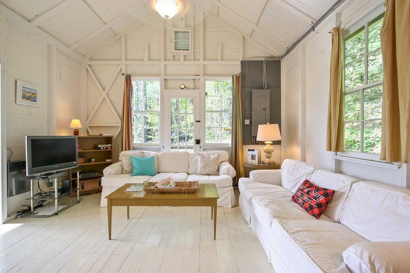 NEW! Cozy Berkshires Cabin - Walk to Beach & Lake!, holiday rental in Richmond
