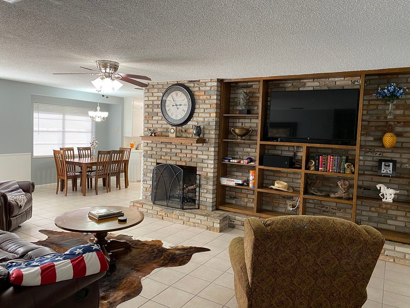 Beautiful 3/2 Smart Home Near Cumberland Village!, location de vacances à Flint