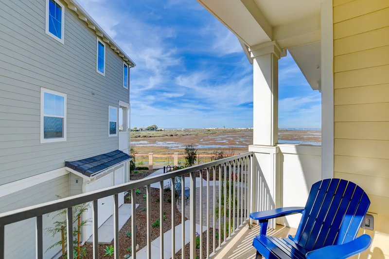 Luxurious home w/ bay & wetland views, private balcony - close to beaches!, vacation rental in Imperial Beach