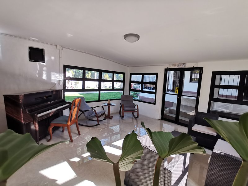 Vacation Haven at Tagbilaran Bohol, casa vacanza a Cortes