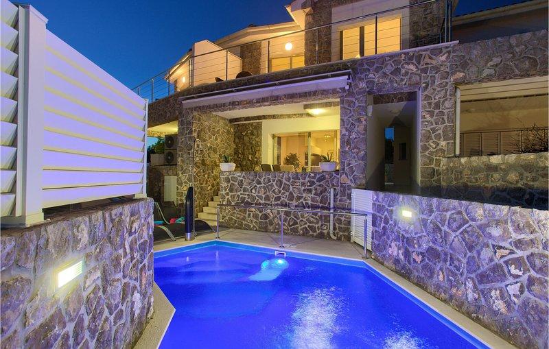 Nice home in Krk with WiFi and 2 Bedrooms (CKK623), alquiler de vacaciones en Silo