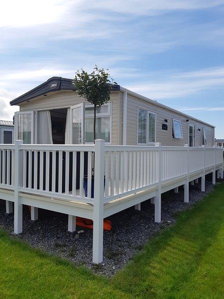Presthaven sands - Platinum with decking  Stunning  ABi malham 2019 caravan., holiday rental in Axton