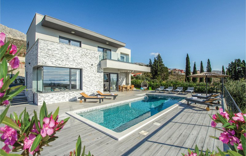 Nice home in Kucine with WiFi, 4 Bedrooms and Jacuzzi (CDC167), vacation rental in Kucine