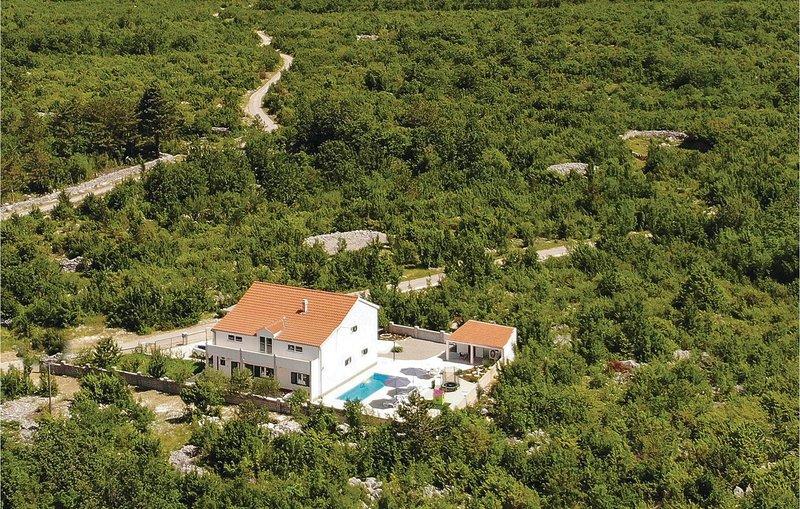 Amazing home in Nova Sela with WiFi and 3 Bedrooms (CDC162), casa vacanza a Ugljane
