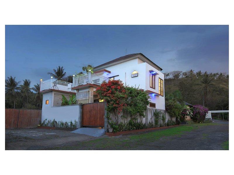 Jasmine Villa, Senggigi, Lombok - Villa with 3 en-suite bedrooms, vakantiewoning in Batu Layar