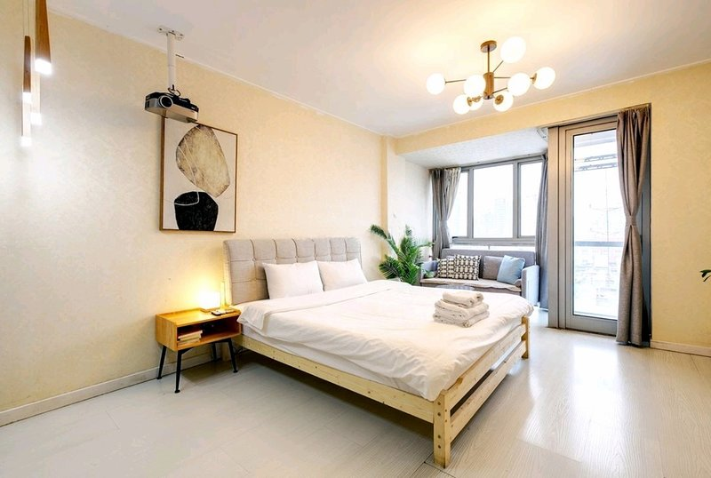 Galaxy Shiny Apartment Queen Bed & Movie Night High Rise View Near Metro Station, Ferienwohnung in Peking