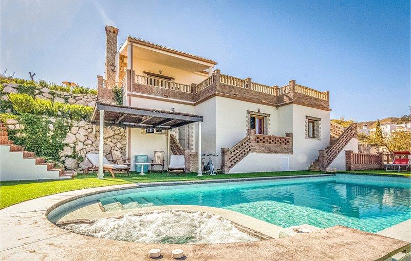 Beautiful home in Viñuela with WiFi, Outdoor swimming pool and 3 Bedrooms (EAS3, alquiler vacacional en Viñuela