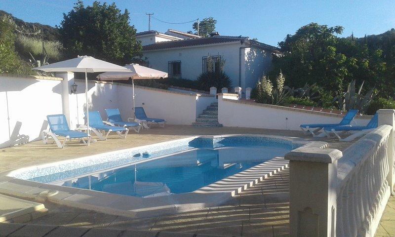 Grote cortijo met privézwembad voor 8 personen, vacation rental in Illora