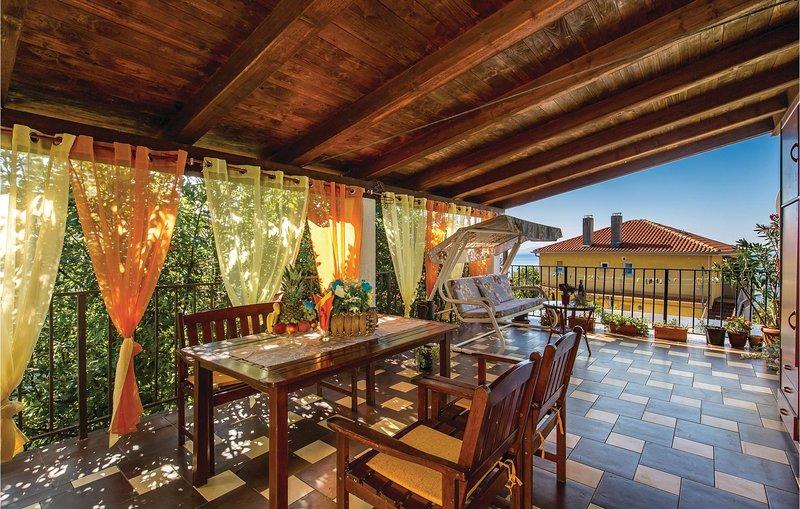Nice home in Rijeka with WiFi and 2 Bedrooms (CKO802), alquiler de vacaciones en Marinići