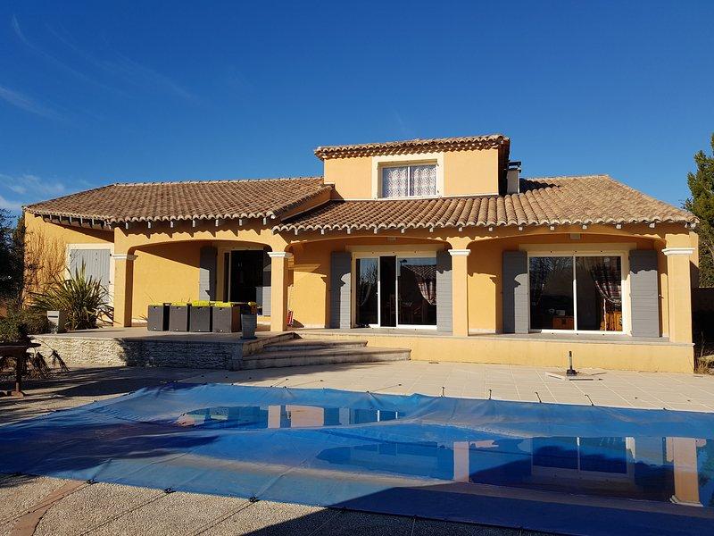 Maison en Provence 4 chambres avec piscine, holiday rental in Roaix