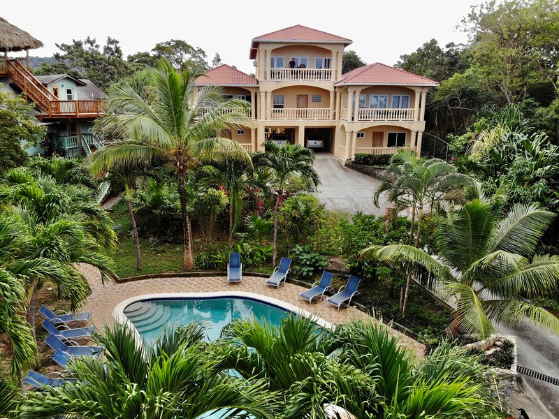 ***NEW LISTING!!! Stunning Beach Villa with Pool, Gardens, Kayaks!!, holiday rental in Sandy Bay