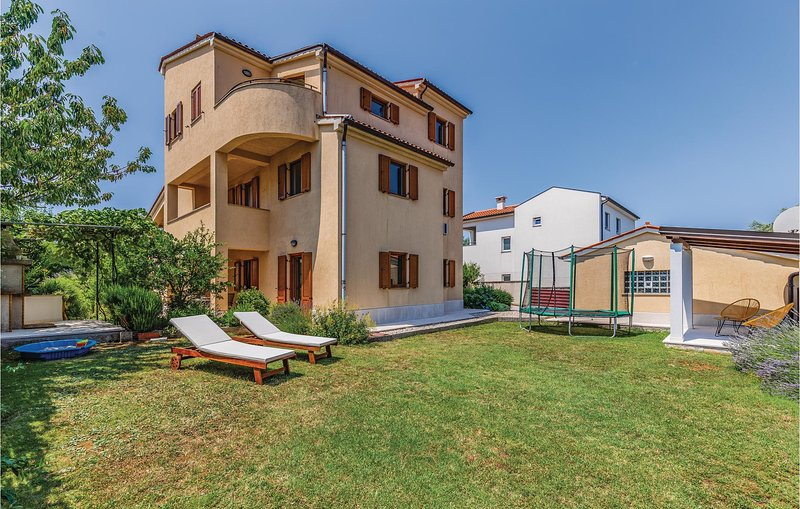 Awesome home in Pula with WiFi and 3 Bedrooms (CIB264), alquiler vacacional en Vinkuran