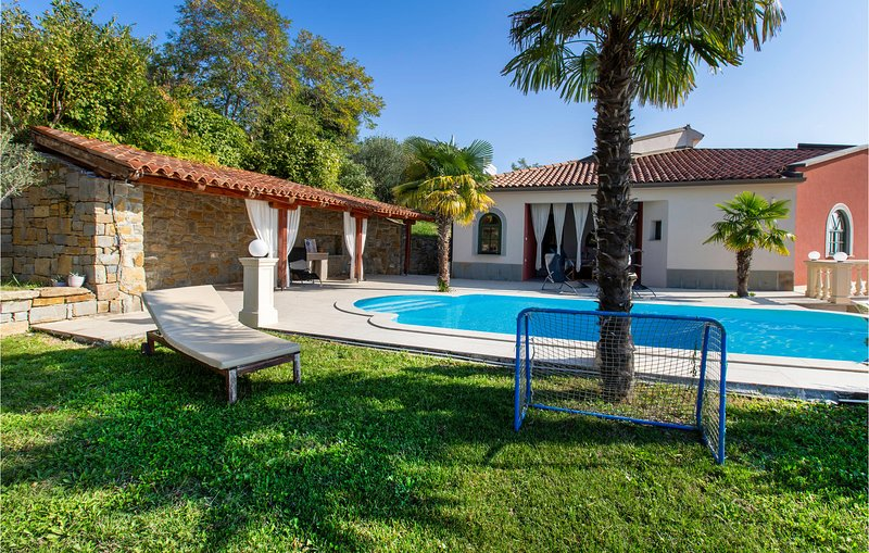 Awesome home in Ankaran with Outdoor swimming pool, Jacuzzi and 6 Bedrooms (SCR3, holiday rental in Muggia