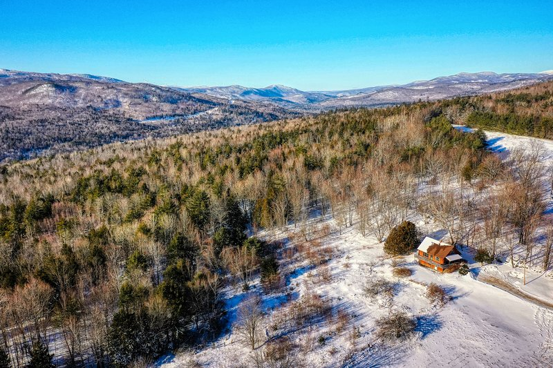 Beautiful, secluded cabin w/ deck, grill, & incredible mountain views!, vacation rental in Rumford