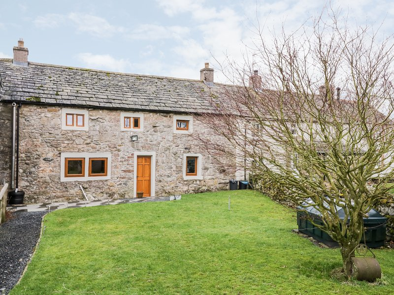 4 MELLFELL VIEW  immaculate terraced cottage,en-suite, WiFi, pet-friendly, holiday rental in Bleadon