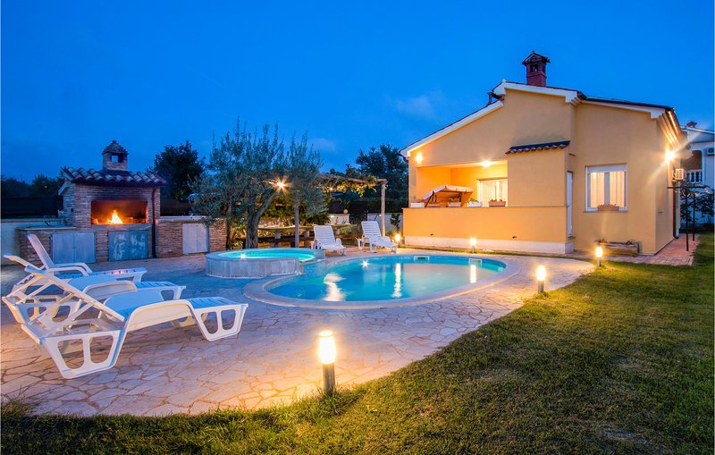 Awesome home in Fondole with WiFi and 2 Bedrooms (CIP874), holiday rental in Galizana