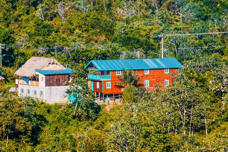 Cozy Room w/ Breakfast in the heart of Roatan, holiday rental in Politilly Bight