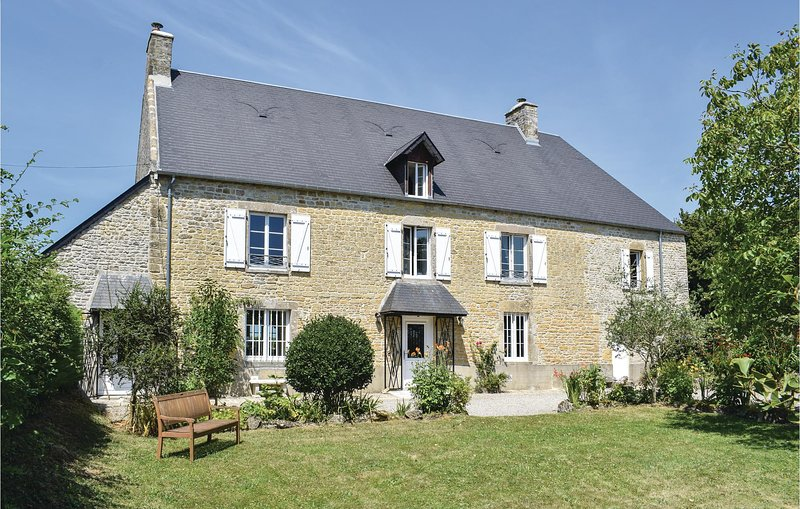 Amazing home in Appeville with WiFi and 3 Bedrooms (FNM482), holiday rental in Saint-Come-du-Mont