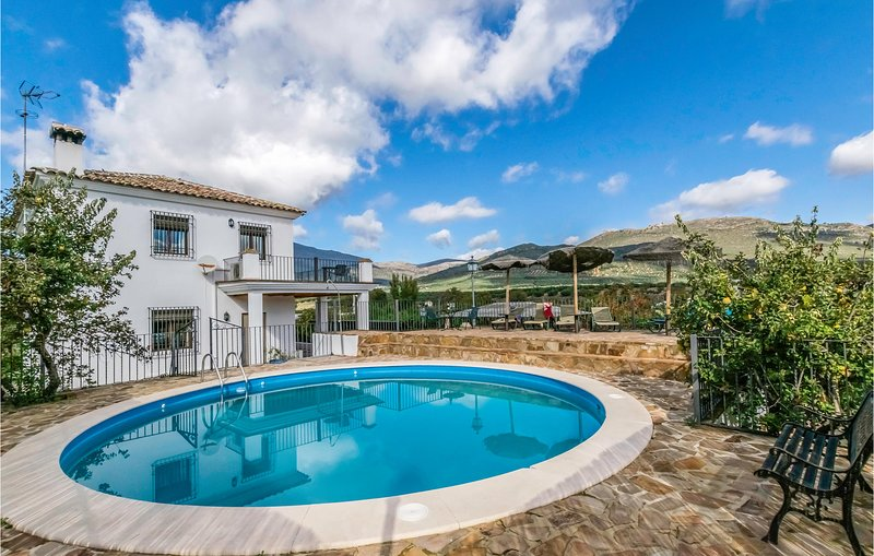 Amazing home in Carcabuey with Outdoor swimming pool, Outdoor swimming pool and, holiday rental in Zagrilla Alta