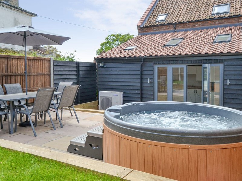 The Old Stables - UKC3371, holiday rental in Trunch