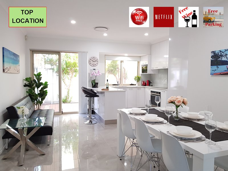 LUXURY HOUSE 5 MIN FROM PERTH CITY+CROWN+STADIUM, holiday rental in Cannington