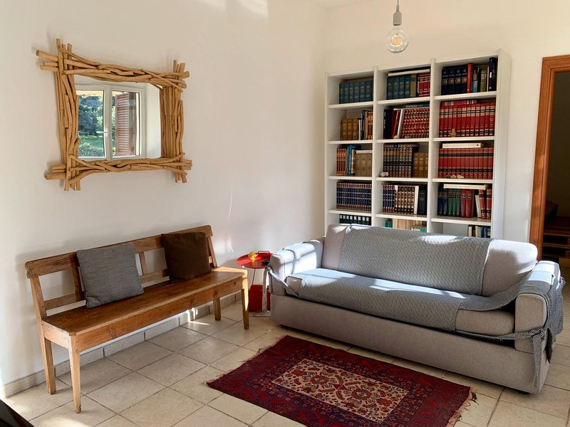 PERGOLA- Lovely apartment in a green grarden, holiday rental in Surbo