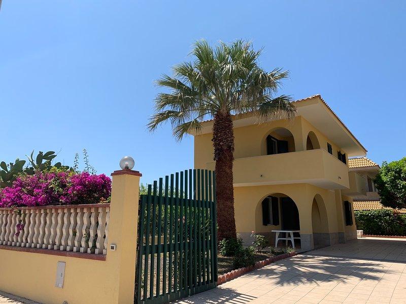 Beautiful villa 70 m from the sea, location de vacances à Ispica