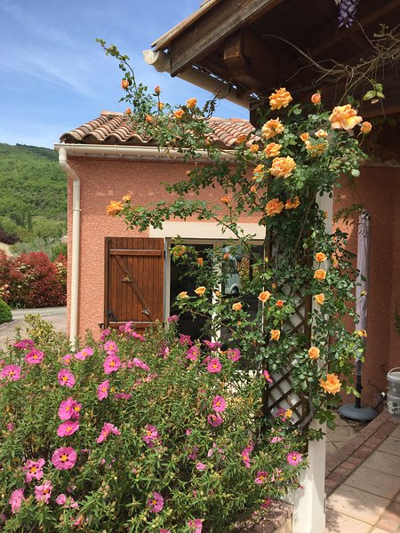French villa with pool for rent, holiday rental in Quillan