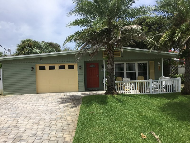 The 'Lazy Pelican' Beach House at New Smyrna Beach, location de vacances à Daytona Beach