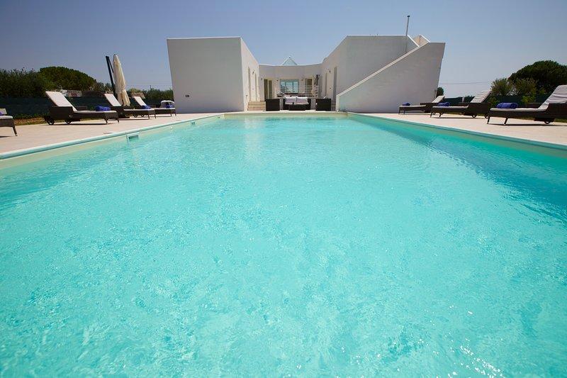 Casa Bàn, a modern villa in the Puglian countryside., holiday rental in San Marzano di San Giuseppe