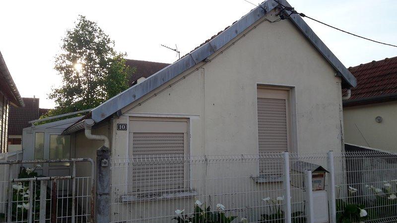 Maison avec sa véranda et son garage, holiday rental in Le Mans City