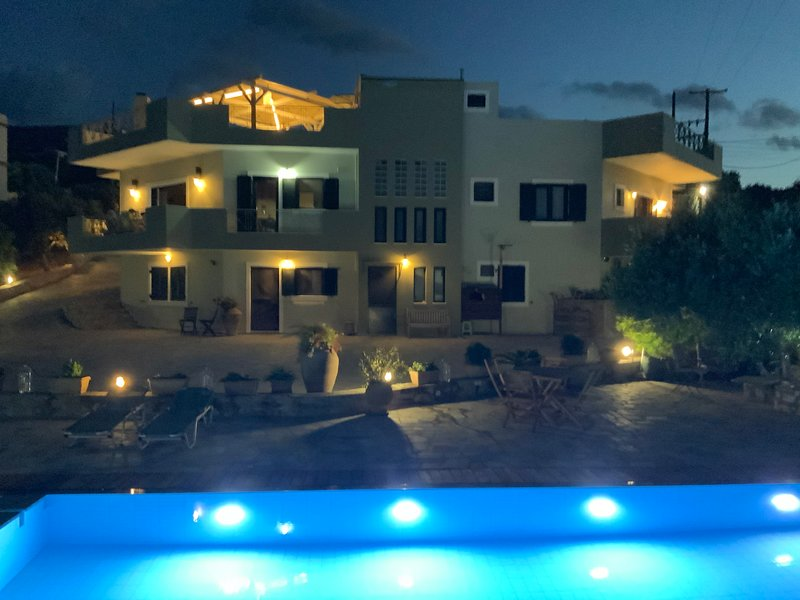 Crete: Very calm situated Guest house with Thalasso pool., holiday rental in Mononaftis