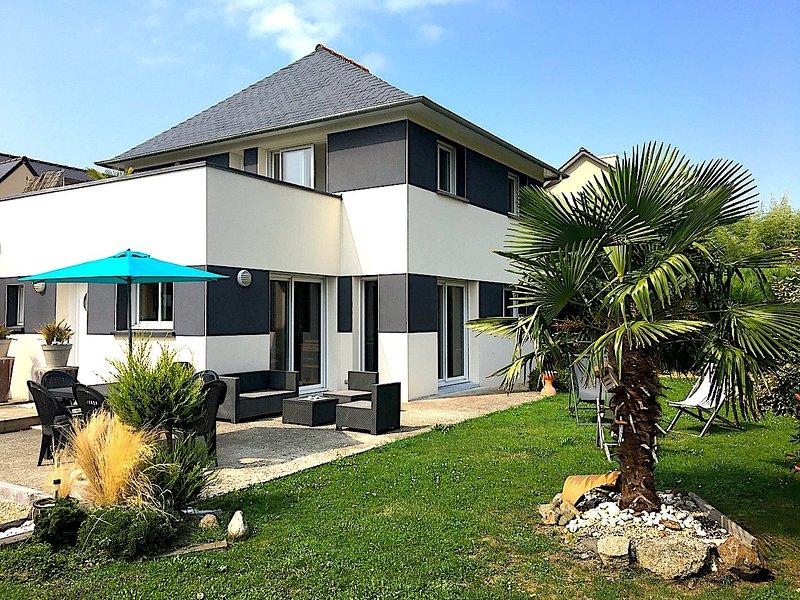 La Villa Kylan - 'Port du Guildo' close to beaches restaurants and tourist towns, holiday rental in Crehen