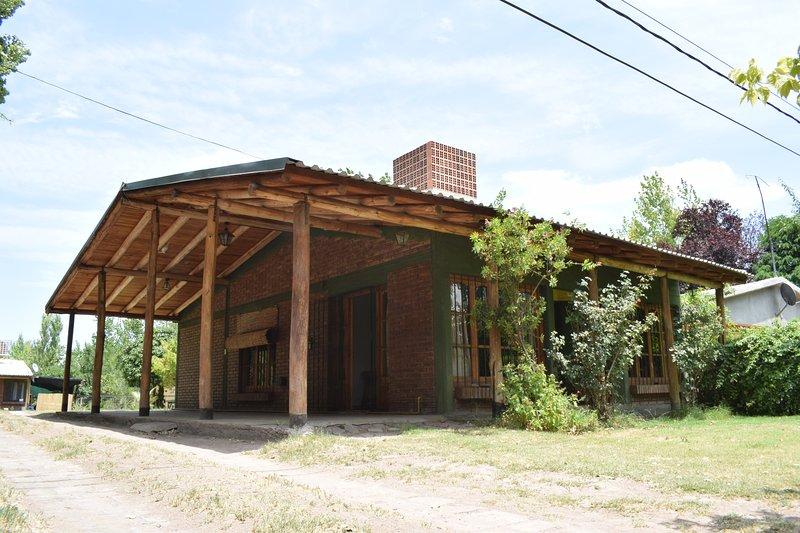 Amplia Posada en Villa 25 de Mayo, San Rafael/ Large house in Villa 25 de Mayo, vacation rental in San Rafael