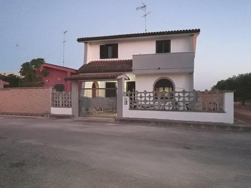 Villa Mary, location de vacances à Torre Lapillo