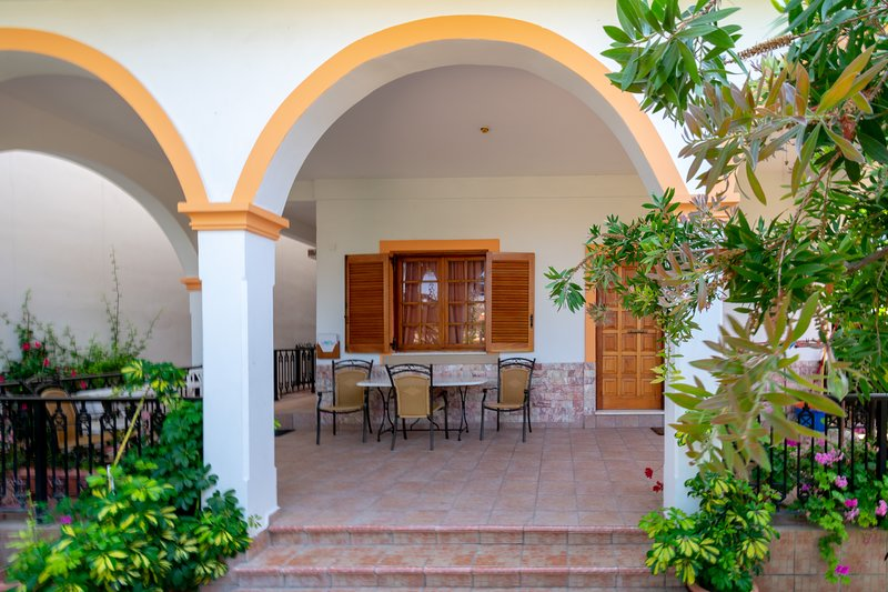 Villa Sophia Family Apartment Ground Floor, holiday rental in Pentati